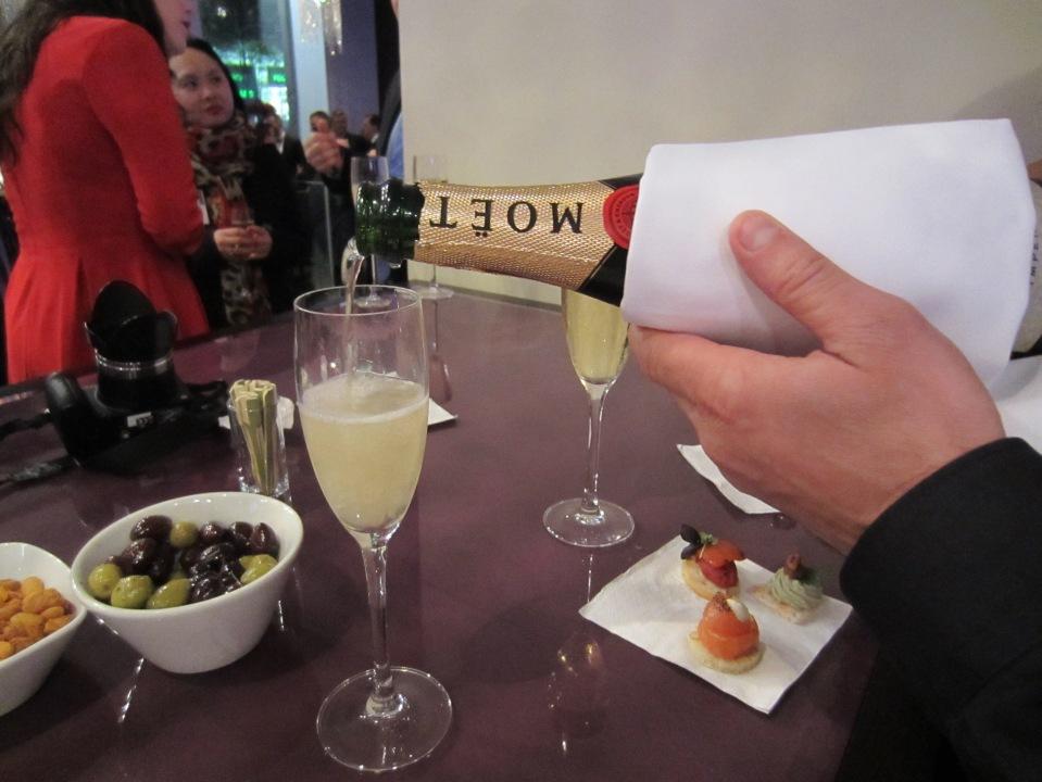 Momentus Champagne Bar Moet