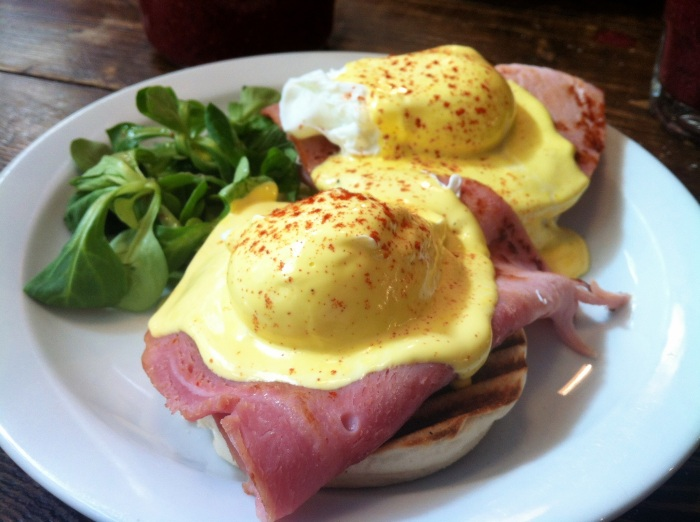 The breakfast club cafe EGGS BENEDICT