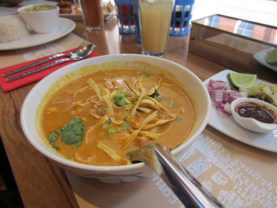 Khao soi curry chicken
